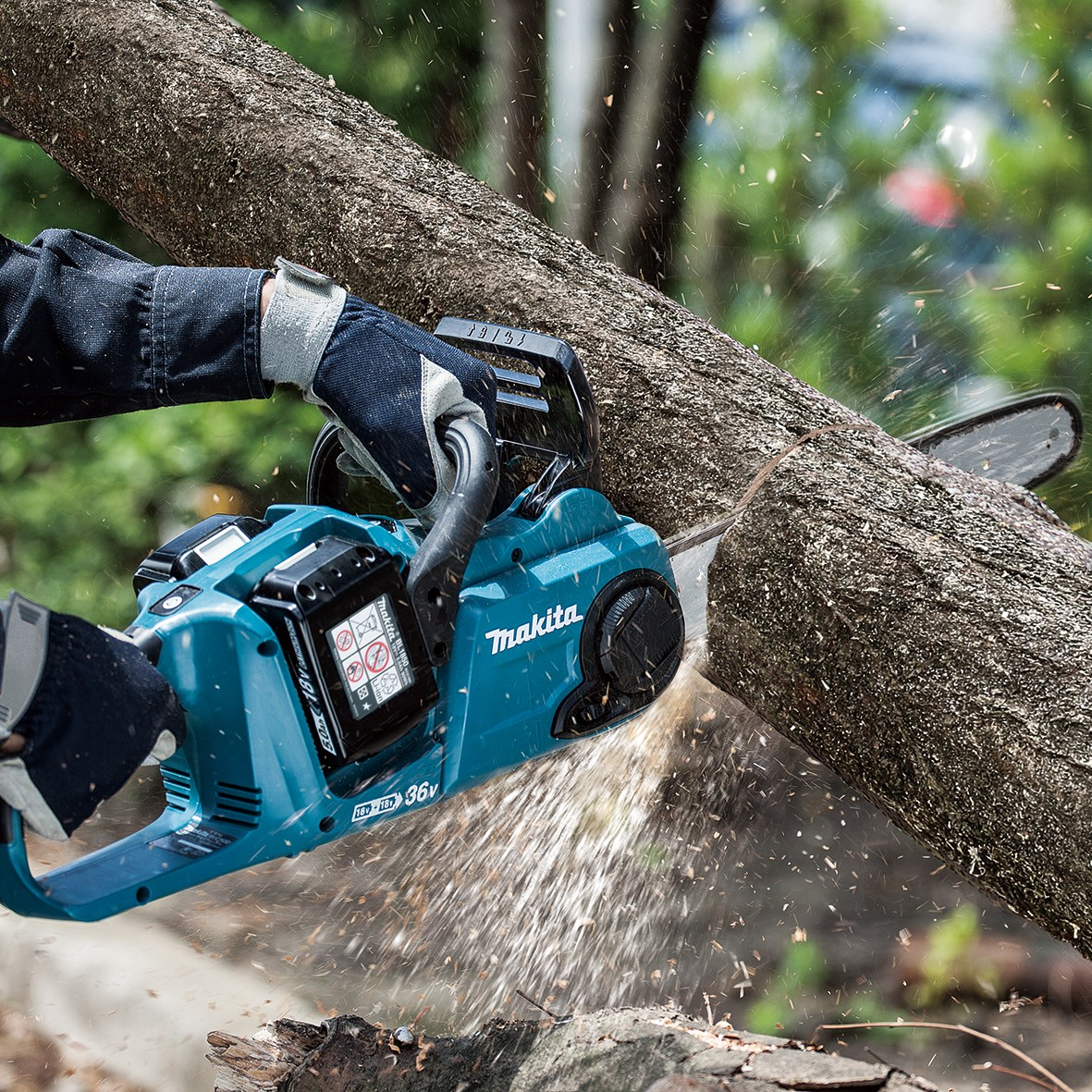 Makita duc353z twin 18v lxt brushless cordless chainsaw for Makita garden tools 18v