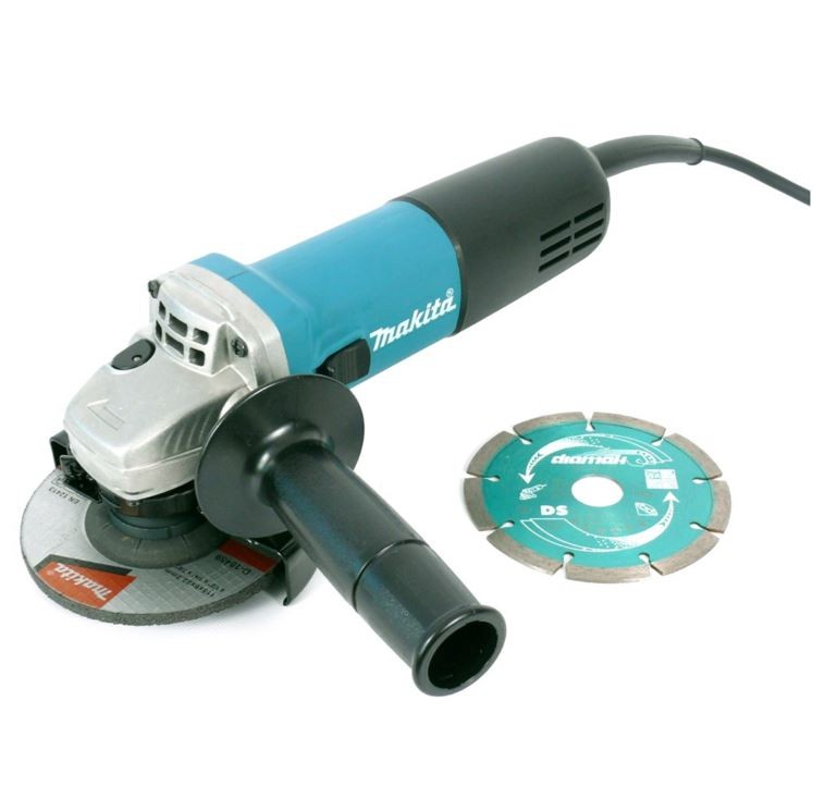 Makita 9557NBD 115mm Angle Grinder with Diamond Blade