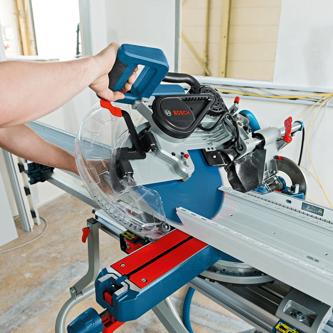 bosch gcm 12 sde 12 double bevel sliding mitre saw powertool world. Black Bedroom Furniture Sets. Home Design Ideas